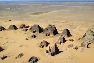 Der erste Afrika Cup wurde im Sudan ausgetragen. Das alte Nubier-Reich, das schon in der Bibel vorkommt, beheimatet mehr Pyramiden als Ägypten. (Foto: Wikipedia/B N Chagny)