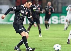 Saif Ghezal (hier im Dress des FC Thun) siegte mit Etoile du Sahel (Bild: Wikipedia/Fanny Schertzer).
