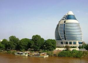 Das Burj Al-Fateh Hotel in Khartum (Bild: Wikipedia/Petr Adam Dohnalek).